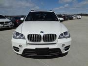 BMW X5 2011 белого цвета,  полный вариант,  движимый леди-